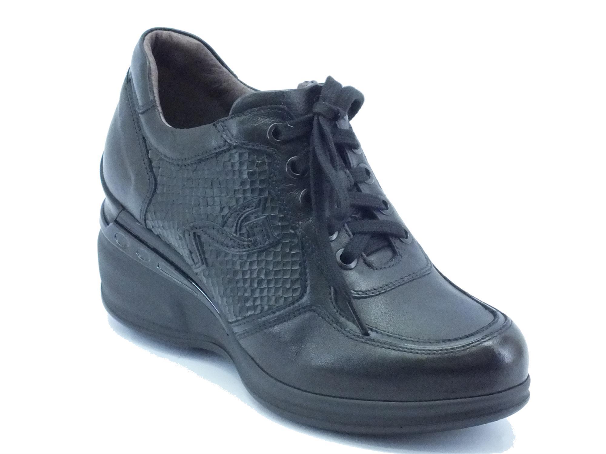 Sneakers per donna NeroGiardini in pelle nero con zeppa