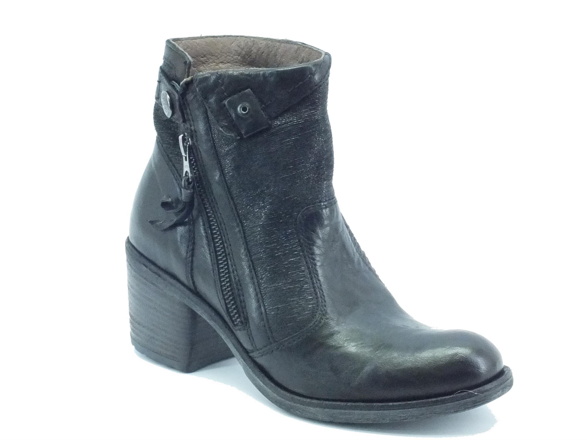 Tronchetti NeroGiardini per donna in pelle plissettata nera con tacco -  mainstreetblytheville.org ba6233bd66c