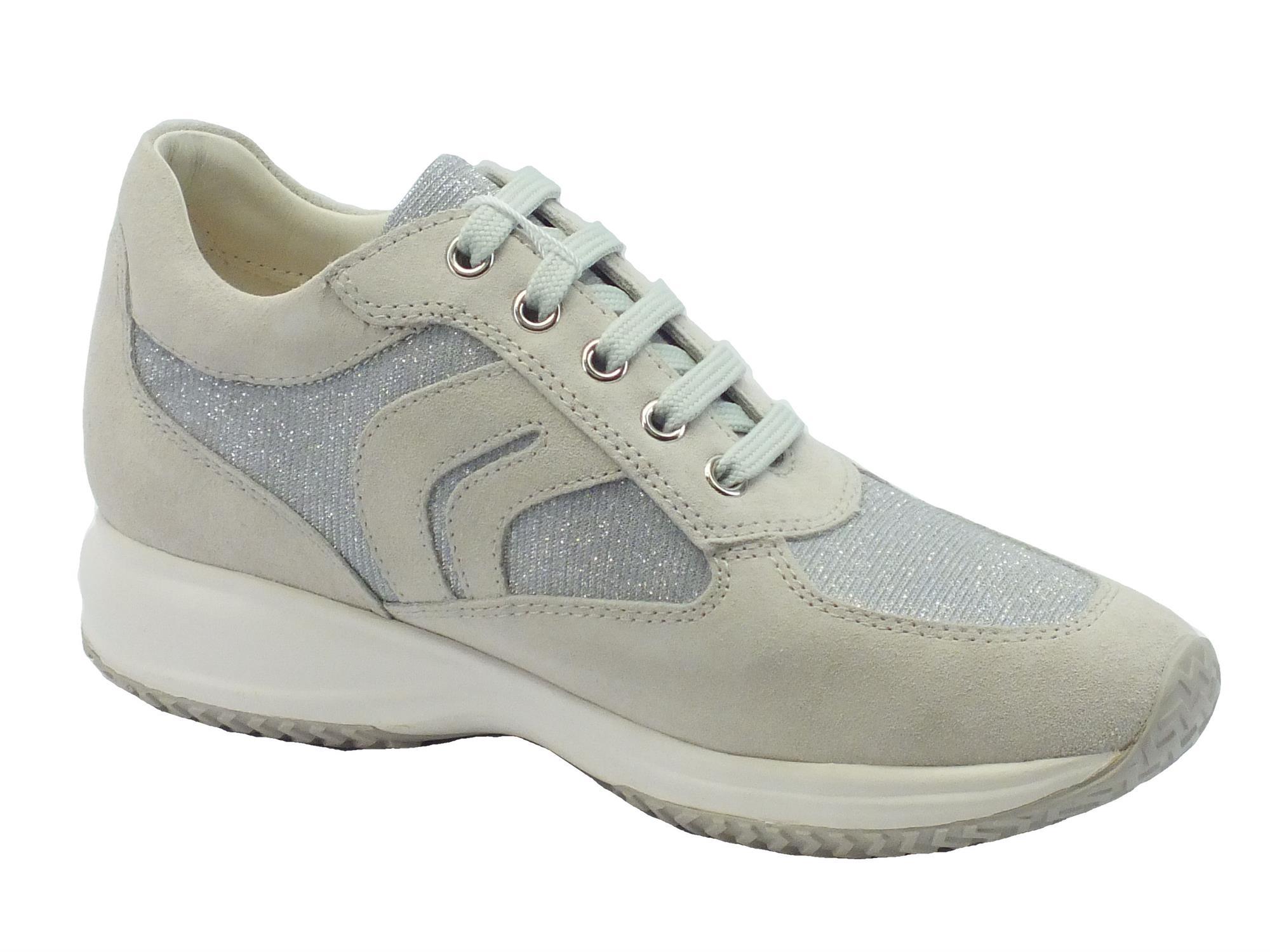 ... Sneakers Geox per donna in camoscio ghiaccio con dettagli in tessuto  glitterato ... e70c3afd9a2