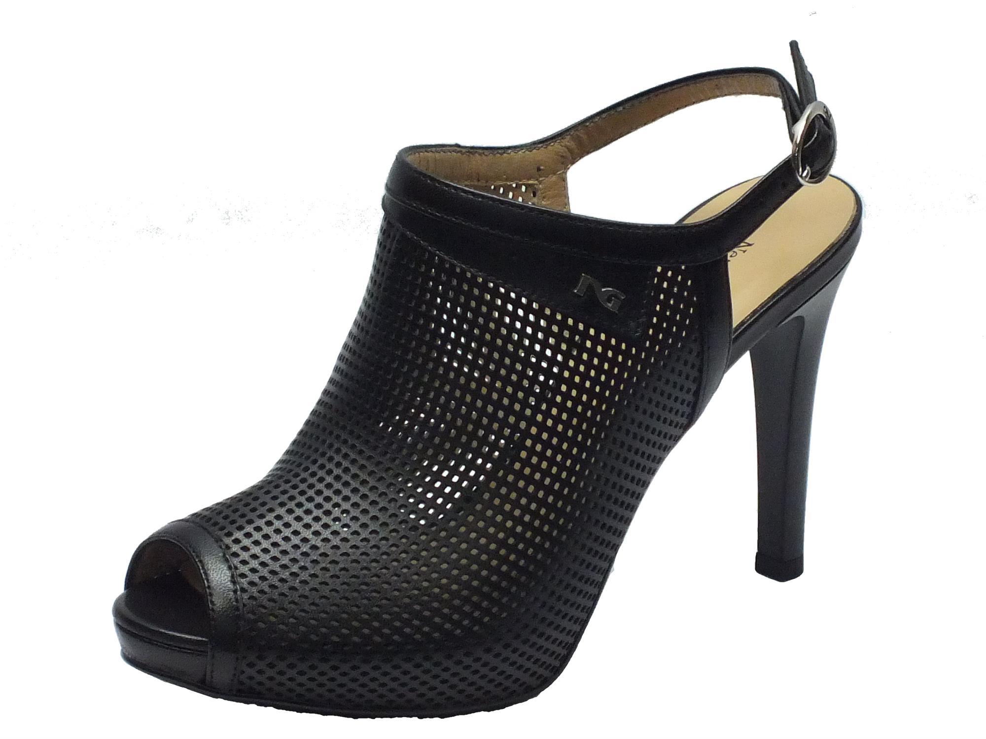 Sandalo NeroGiardini spuntato in pelle traforata nera con tacco alto