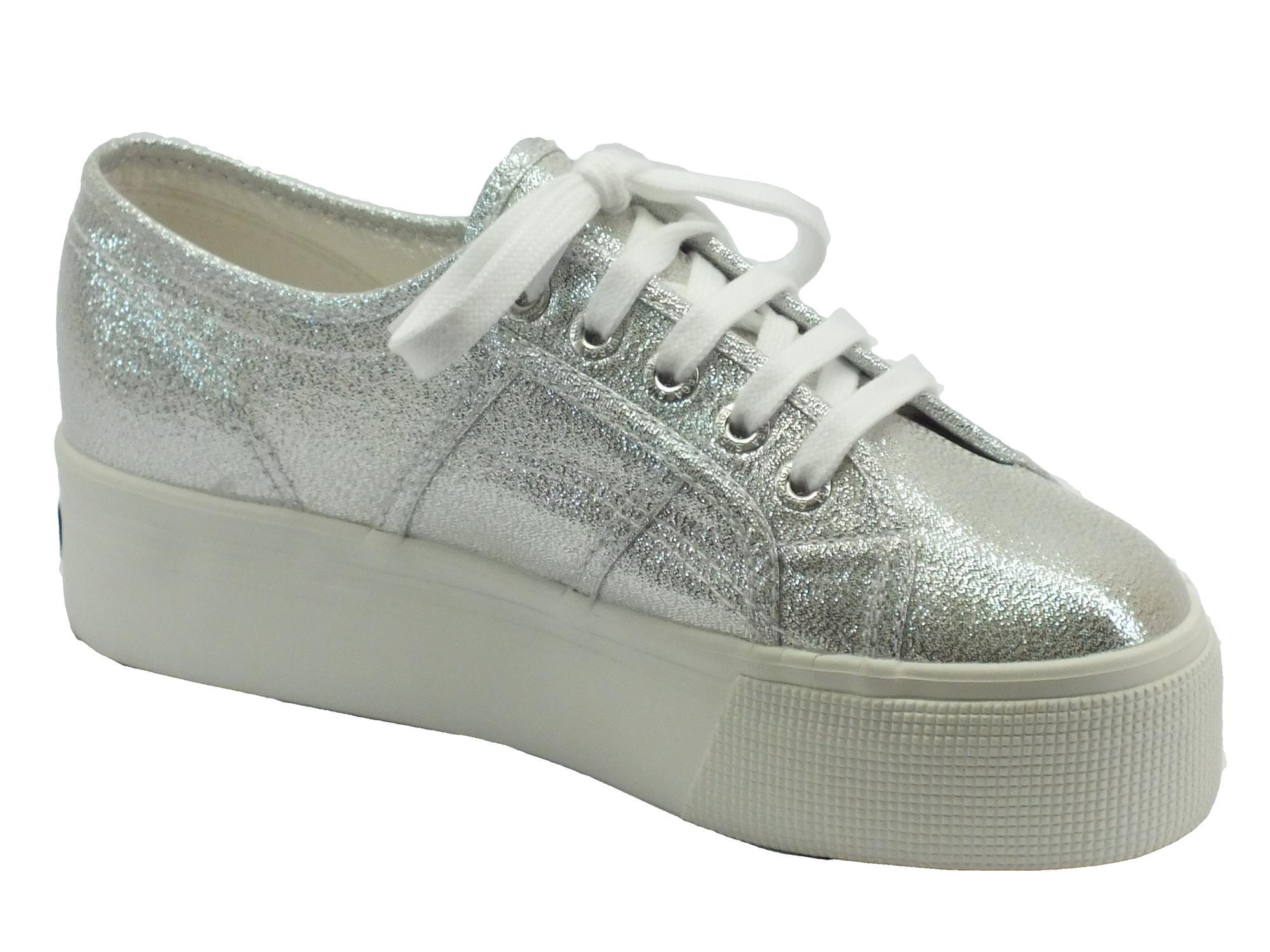 2535753f56e64 ... Scarpe sportive Superga per donna colore grigio argento con zeppa ...