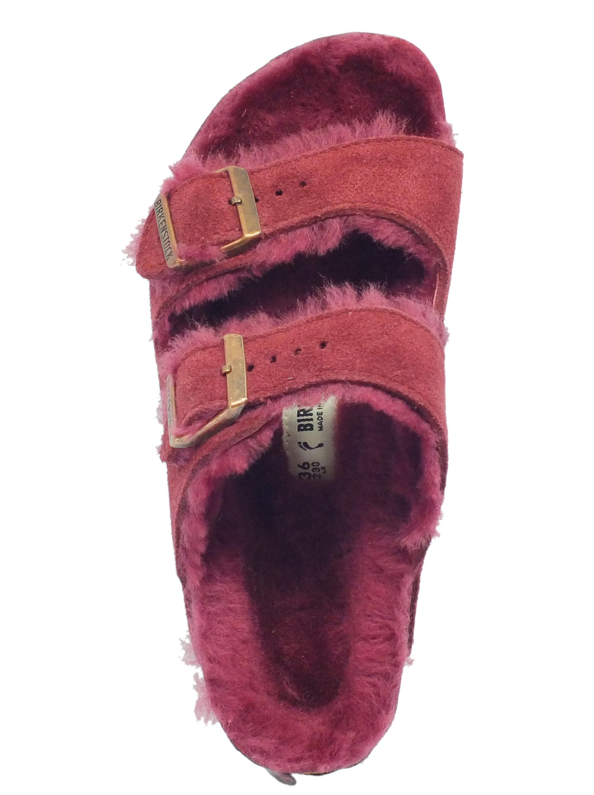 ... Sandali Birkenstock Arizona Fur per donna in camoscio e montone colore  bordeaux 697b7929a1d