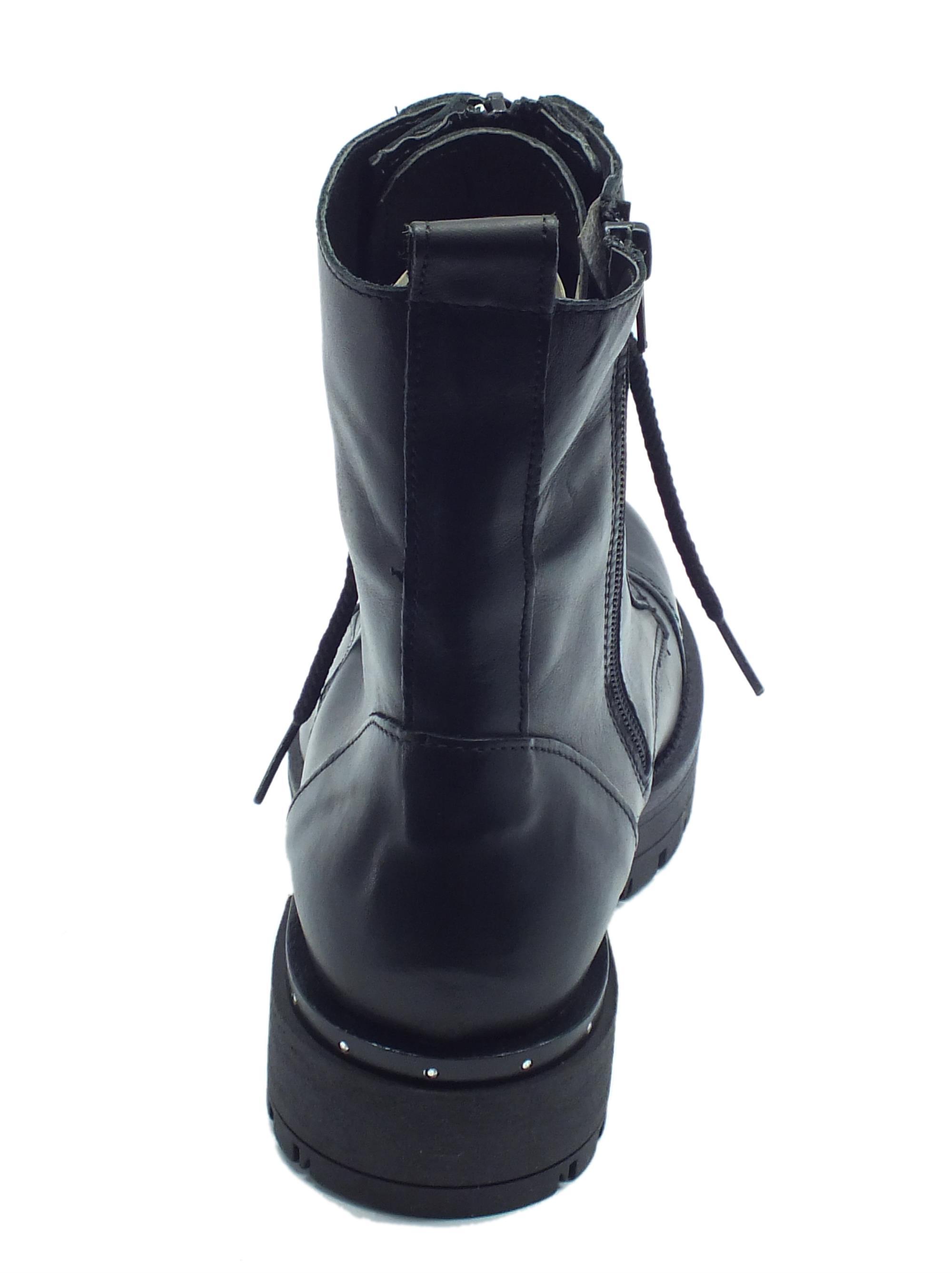 ... Anfibi per donna Vitiello Calzature in pelle nera con lacci e lampo fc08952933f