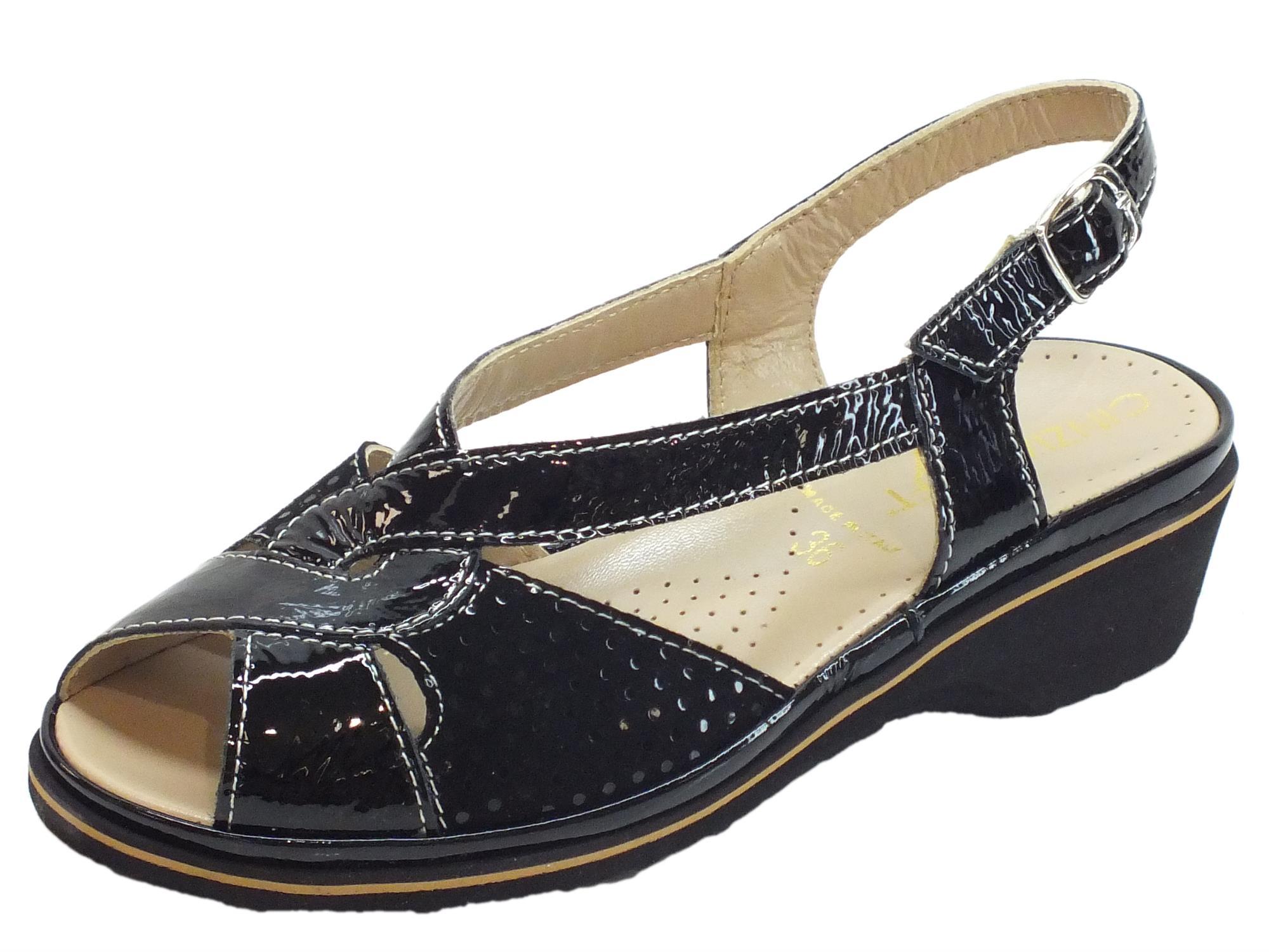 Sandali Cinzia Soft in camoscio e vernice a pois nero zeppa bassa 54262caa5a5