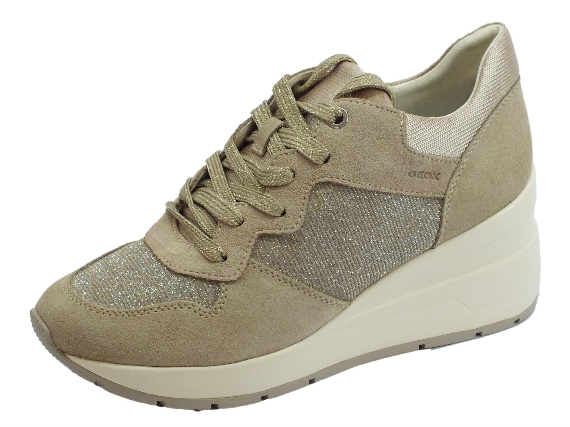 Sneakers Geox per donna in camoscio taupe e glitter argento zeppa alta