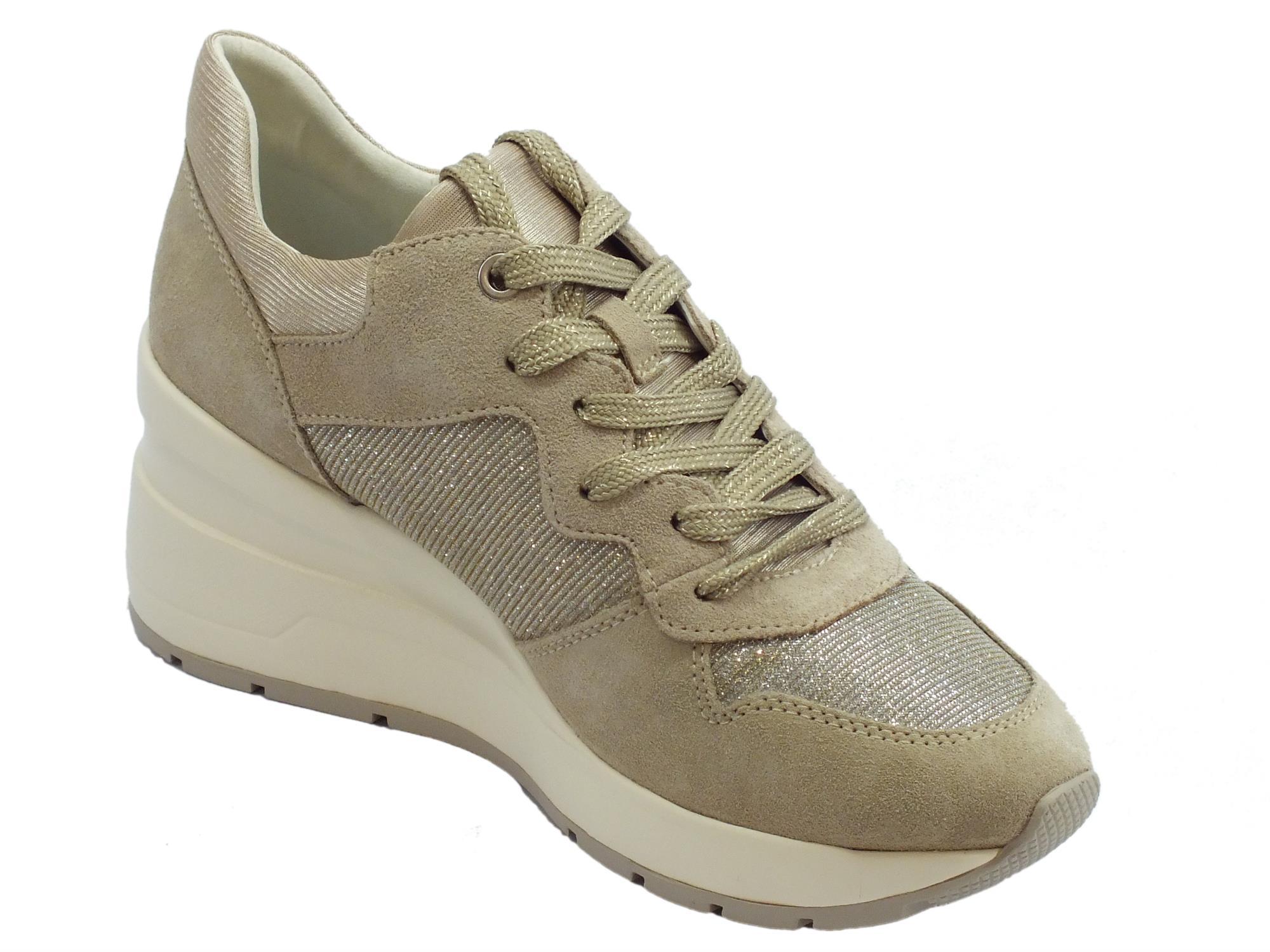 ... Sneakers Geox per donna in camoscio taupe e glitter argento zeppa alta  ... 4145789d449