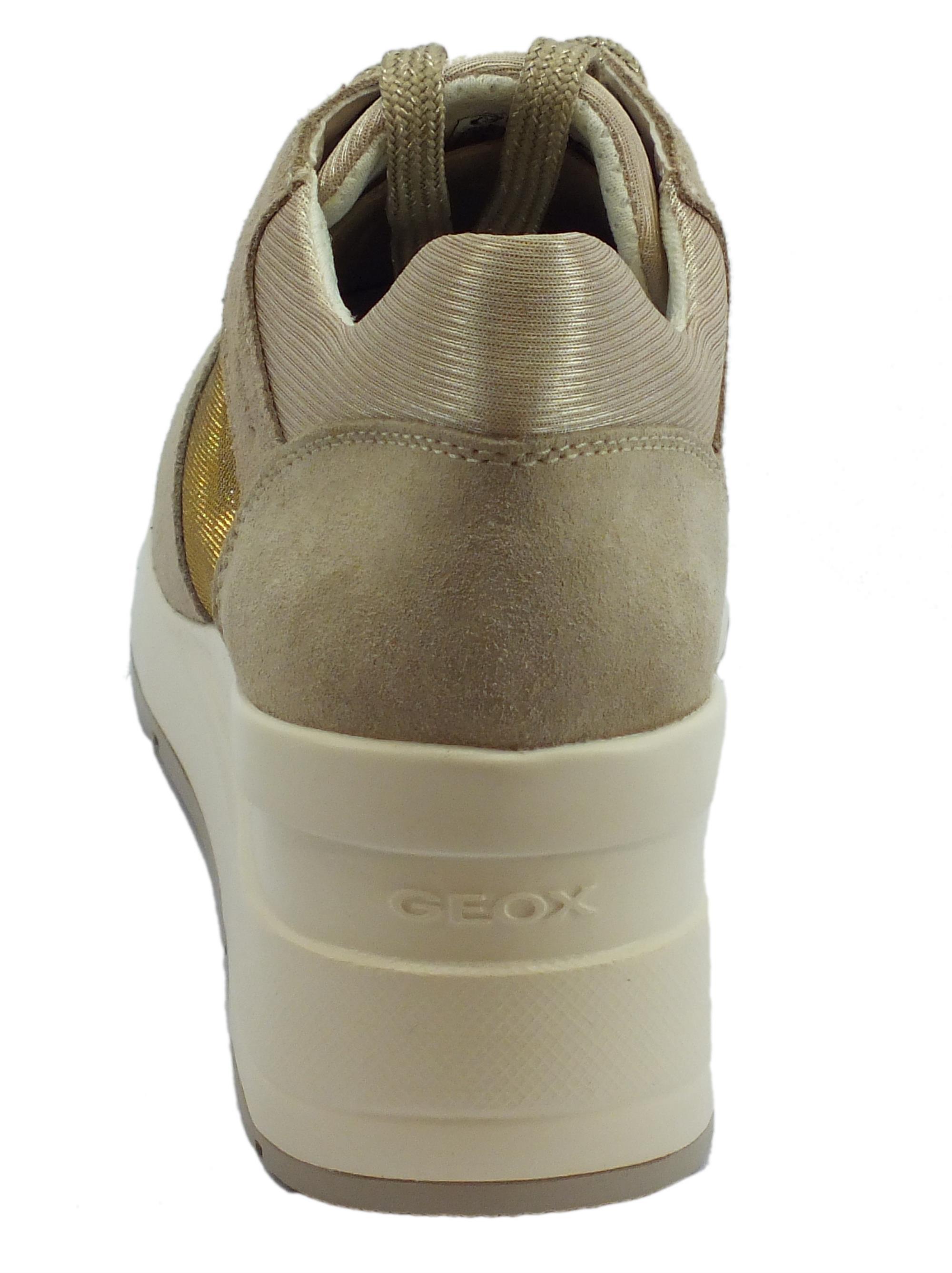 ... Sneakers Geox per donna in camoscio taupe e glitter argento zeppa alta b2eedc12a0f