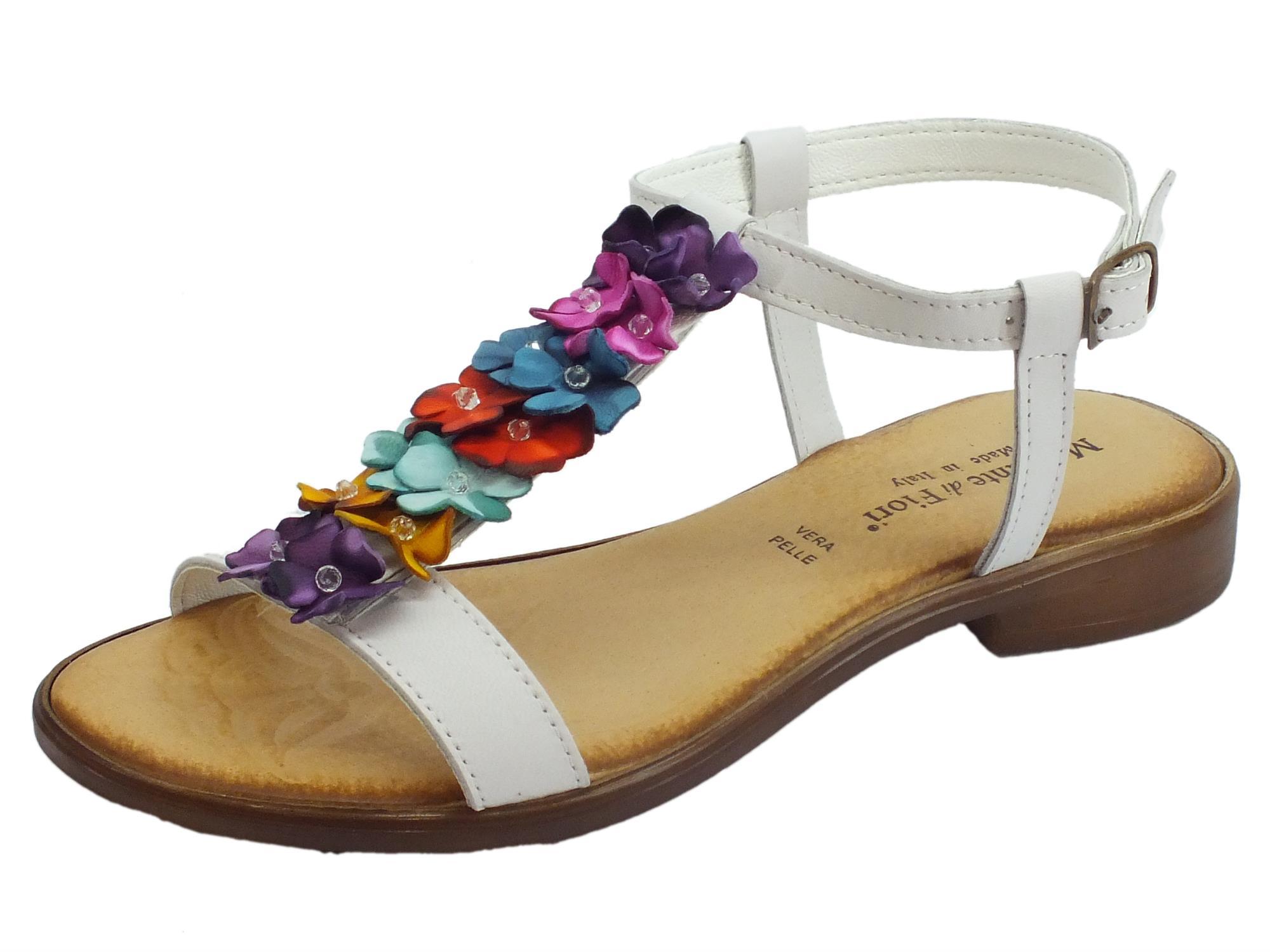 Infradito Mercante di Fiori in pelle bianca con fiori multicolore tacco  basso 91353da3dd1