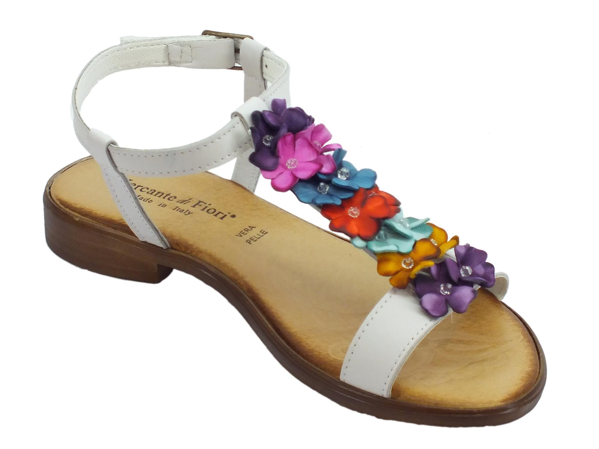 ... Infradito Mercante di Fiori in pelle bianca con fiori multicolore tacco  basso ... b1a457aef50