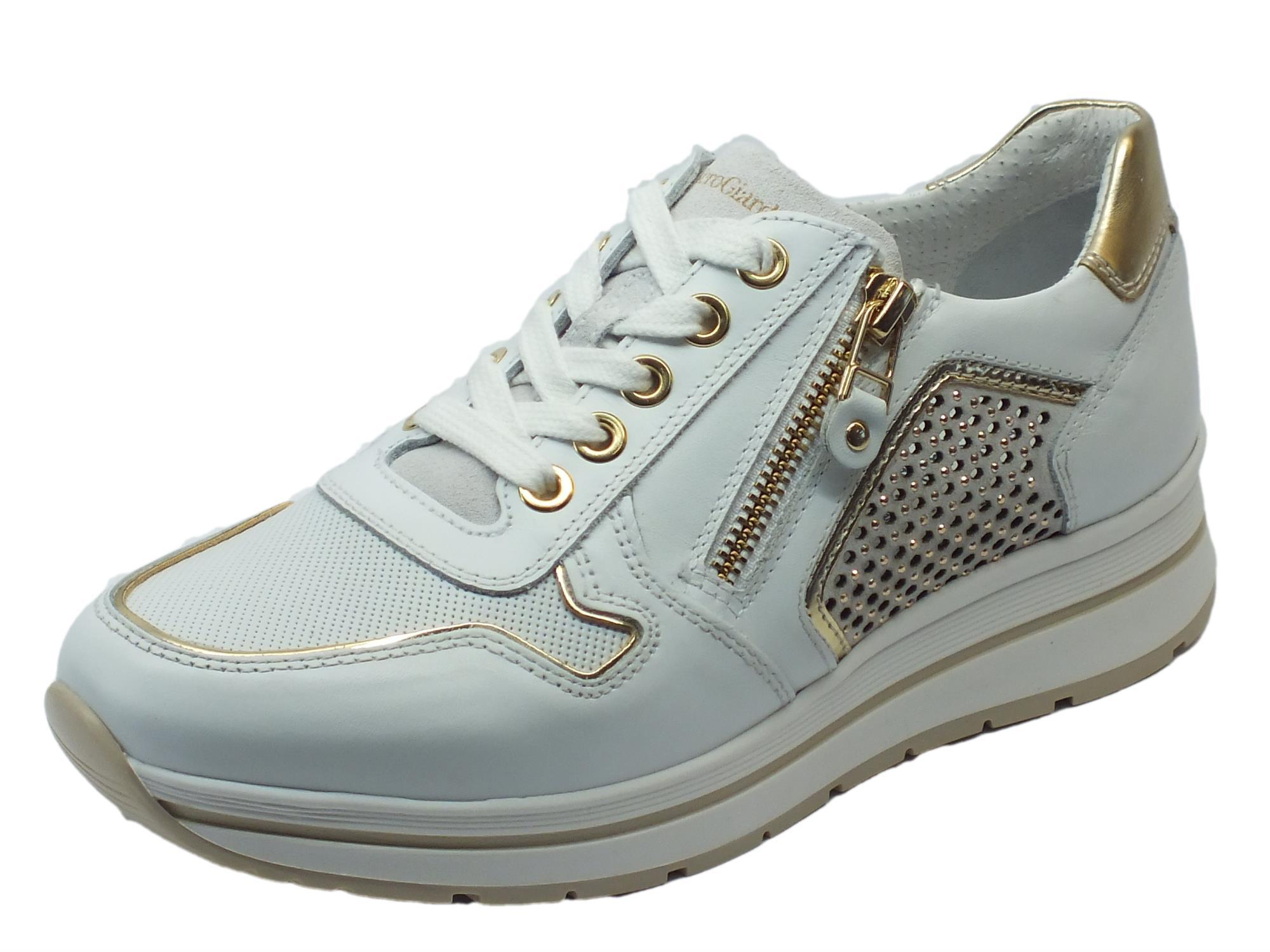 Sneakers NeroGiardini realizzate in pelle e camoscio bianco con lacci e lampo