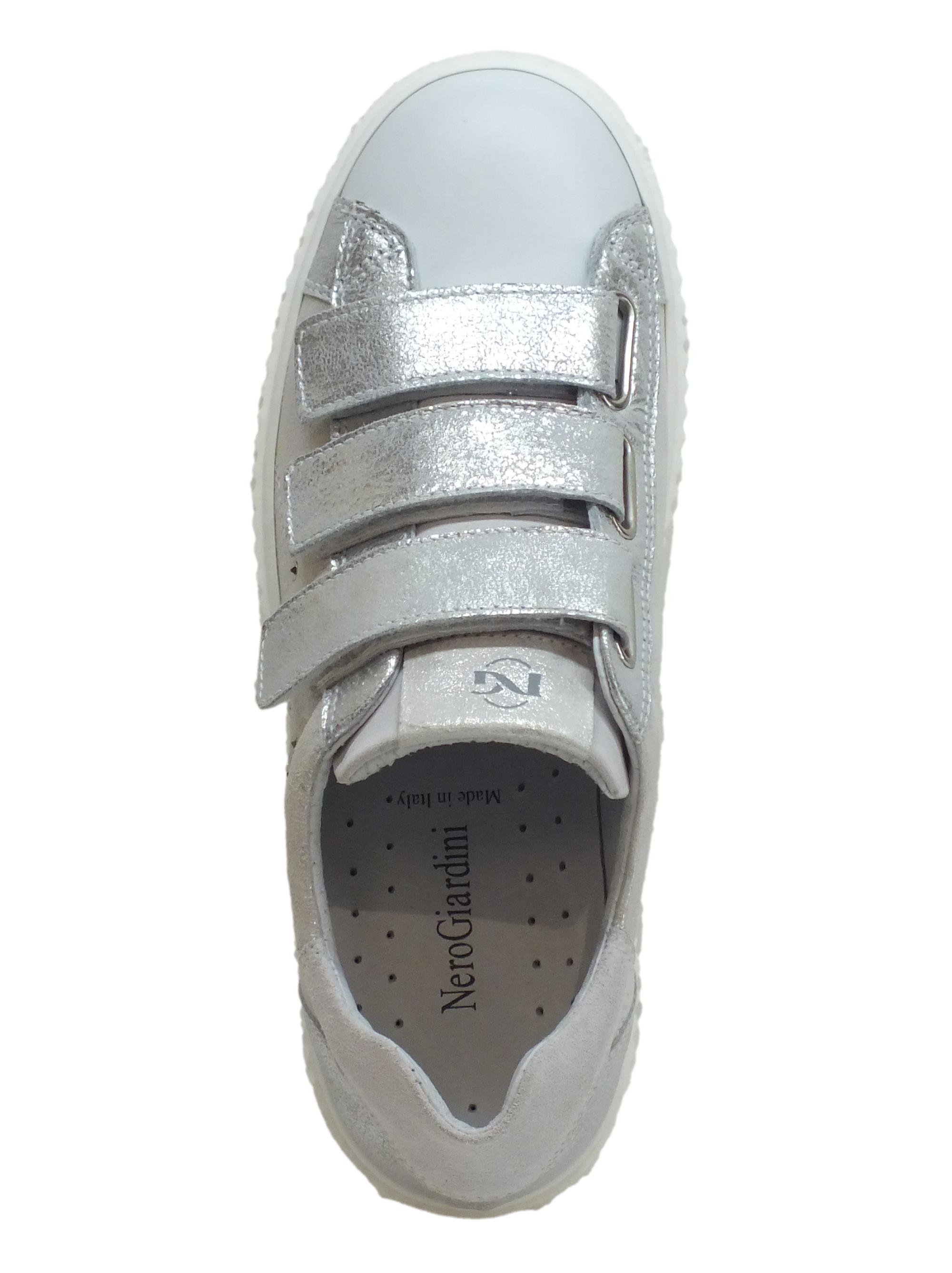 ... Sneakers NeroGiardini per donna in pelle bianca ed argento spazzolato 6432992f5df