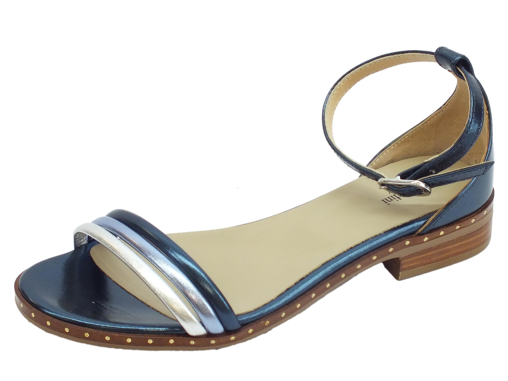 Sandali donna NeroGiardini in laminato blu e argento tacco basso 30afcfb49b3