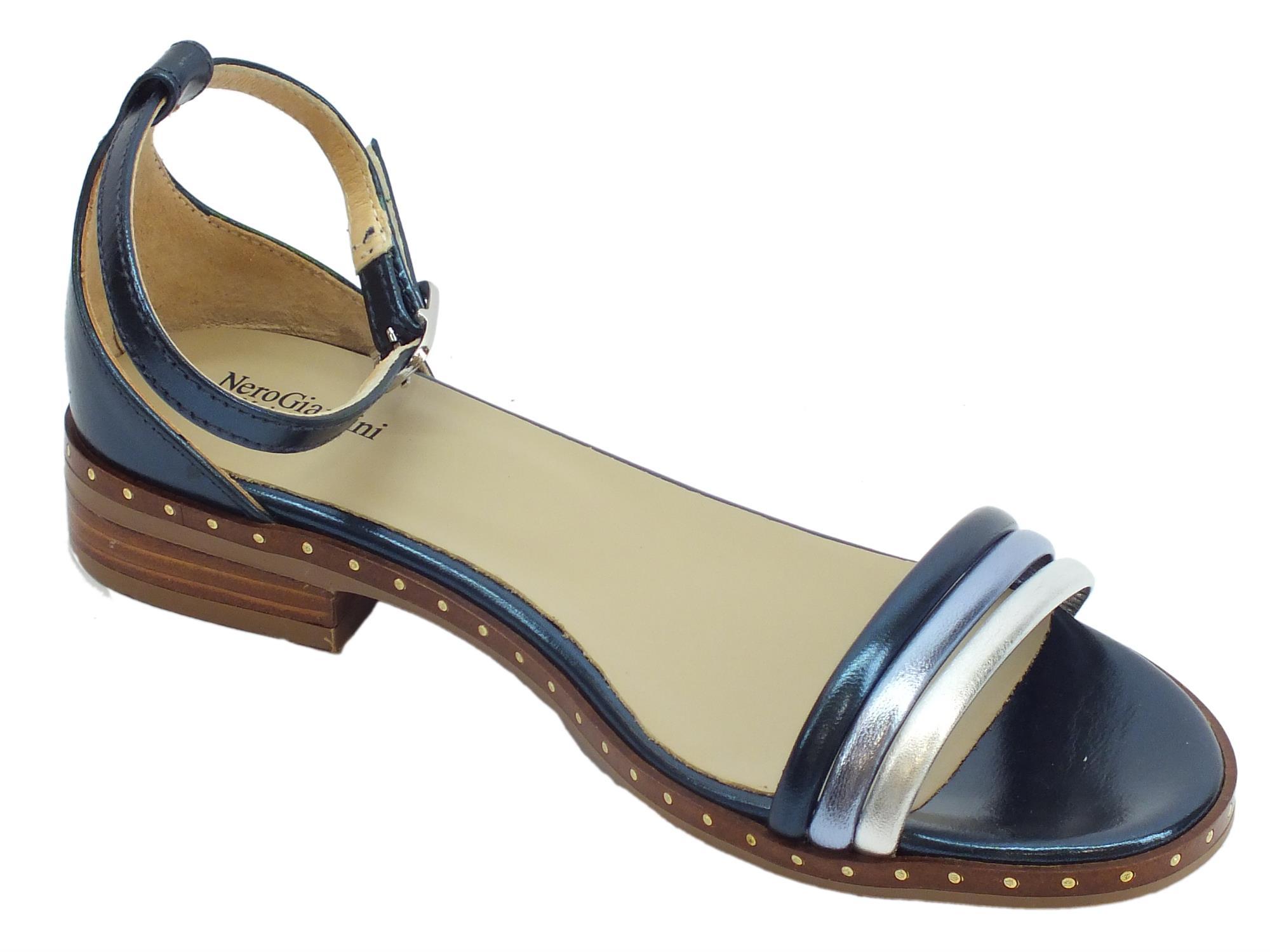 ... Sandali donna NeroGiardini in laminato blu e argento tacco basso ... 393c7dff84d