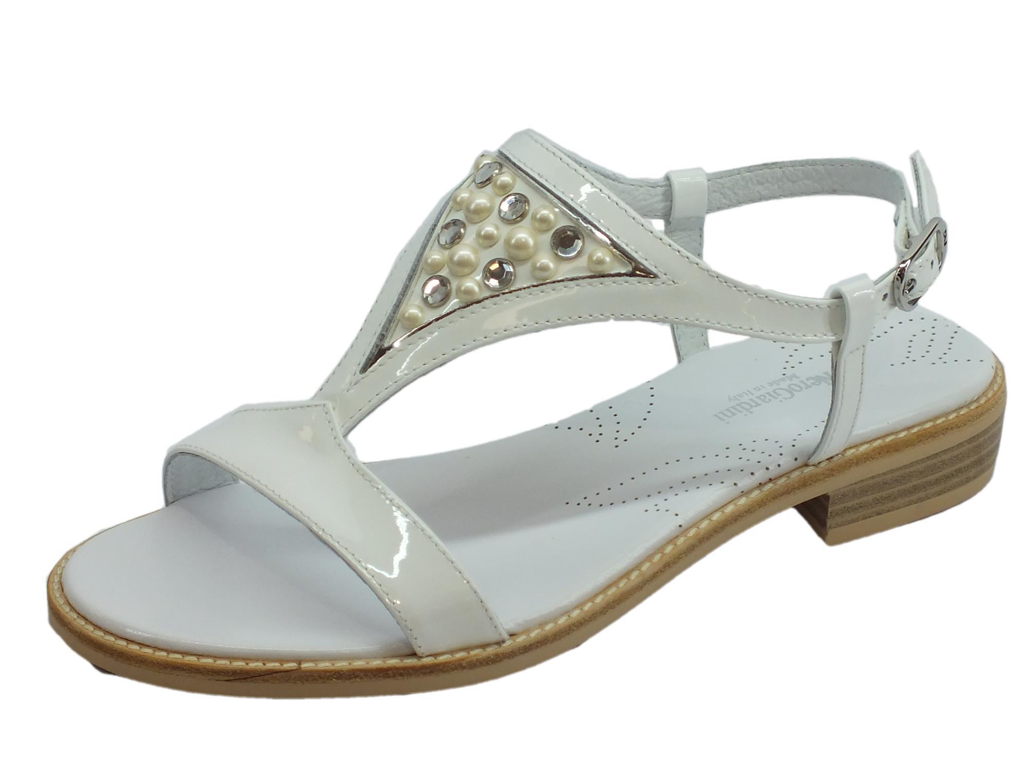 Sandali donna NeroGiardini in vernice bianca con tacco basso 2285bd94256