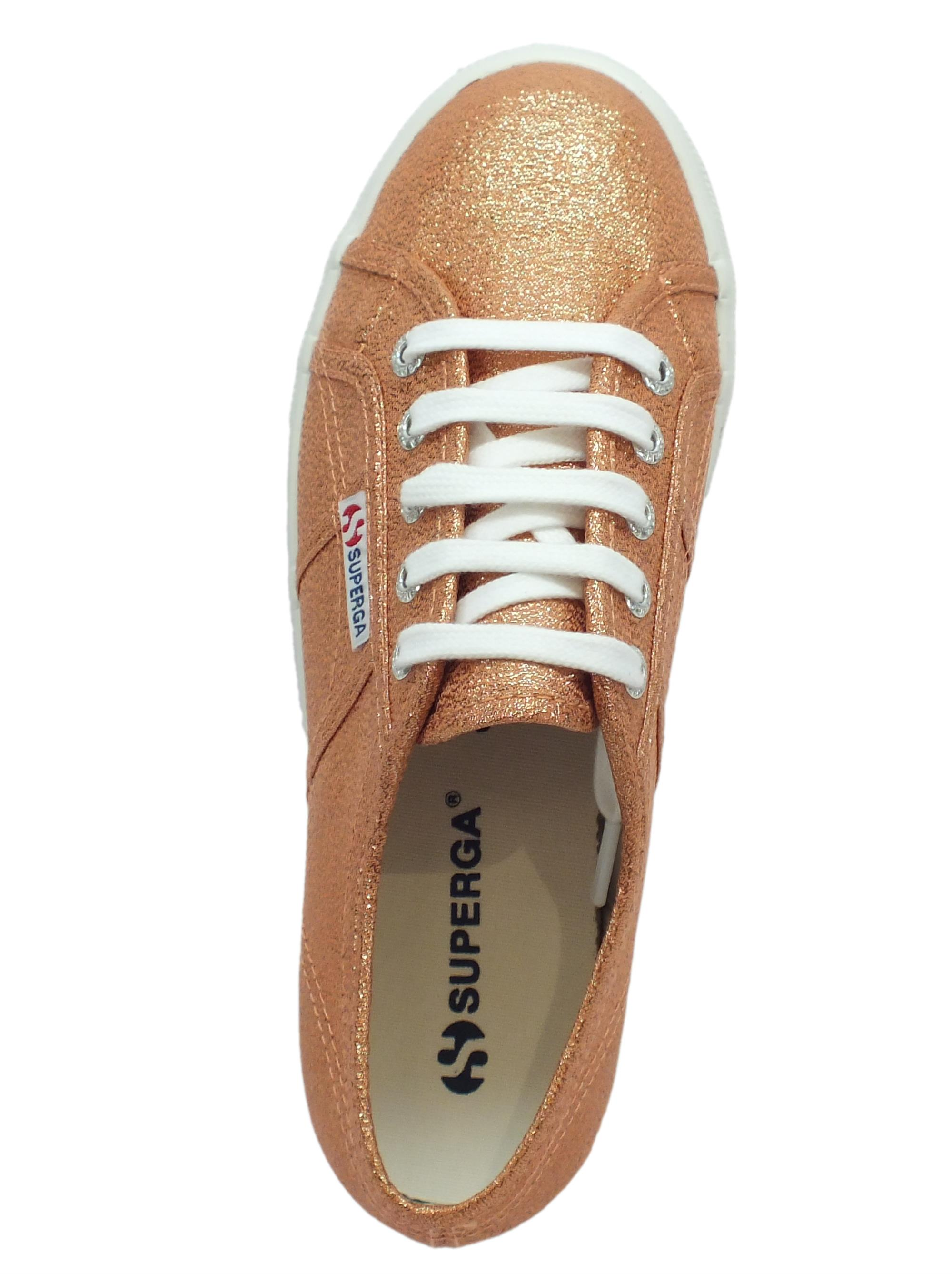 ... Sneakers Superga per donna in tessuto laminato rose gold zeppa alta 693083a49f4