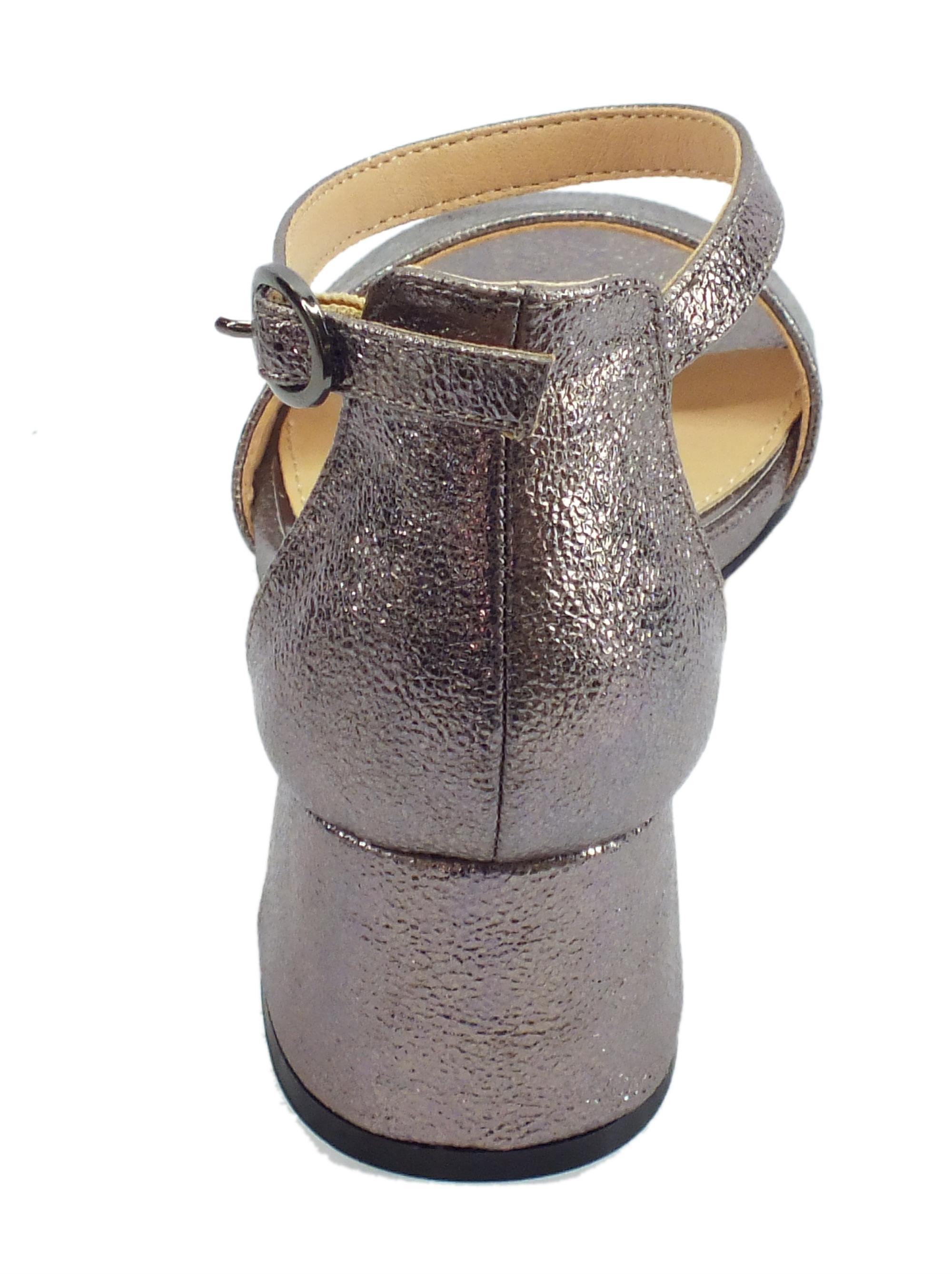 6b3d96711e572 ... CafèNOIR sandali donna in pelle martellata colore peltro tacco medio