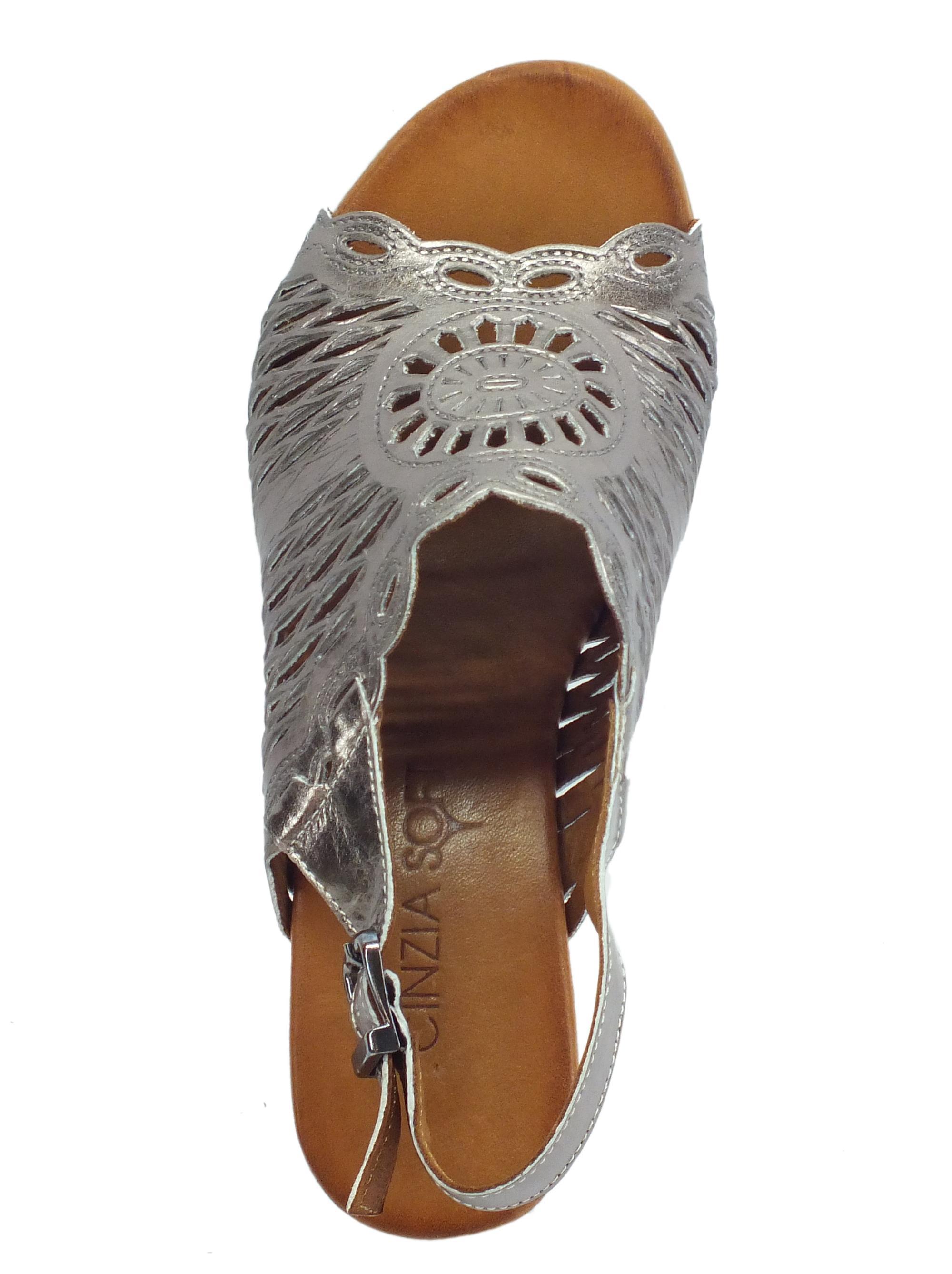 cc7d636367dd2 ... Cinzia Soft sandali per donna in pelle laserata peltro tacco medio