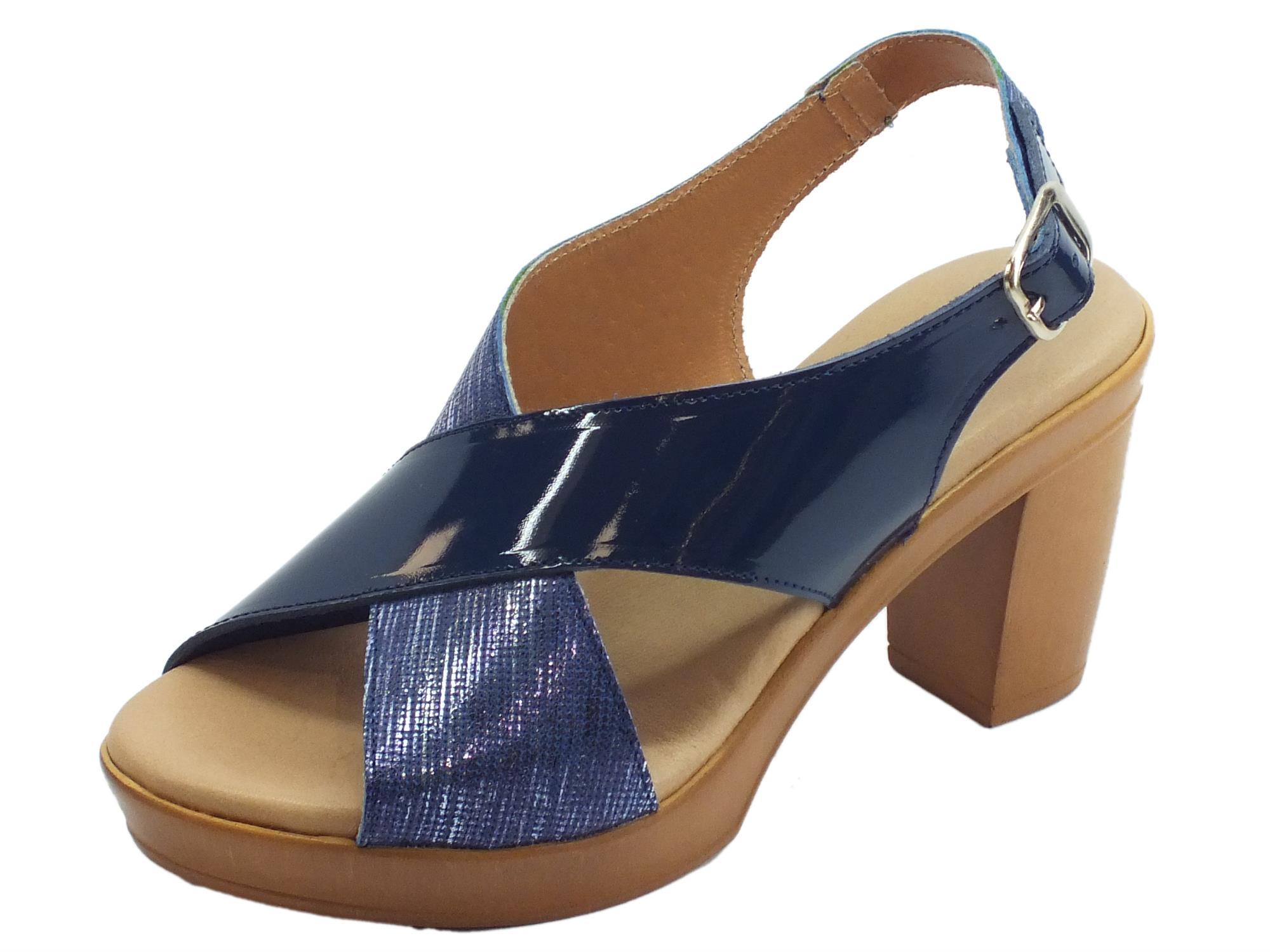78c3750940e25 Cinzia Soft sandali con tacco alto per donna in vernice e pelle satinata blu