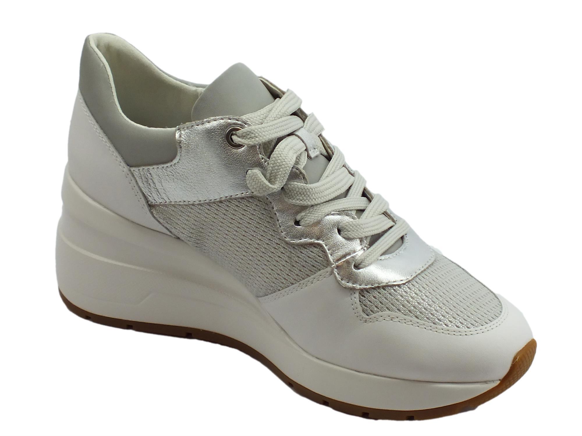 5ab596362a Geox D Zosma sneakers donna in vernice camoscio e tessuto argento e bianco  zeppa alta