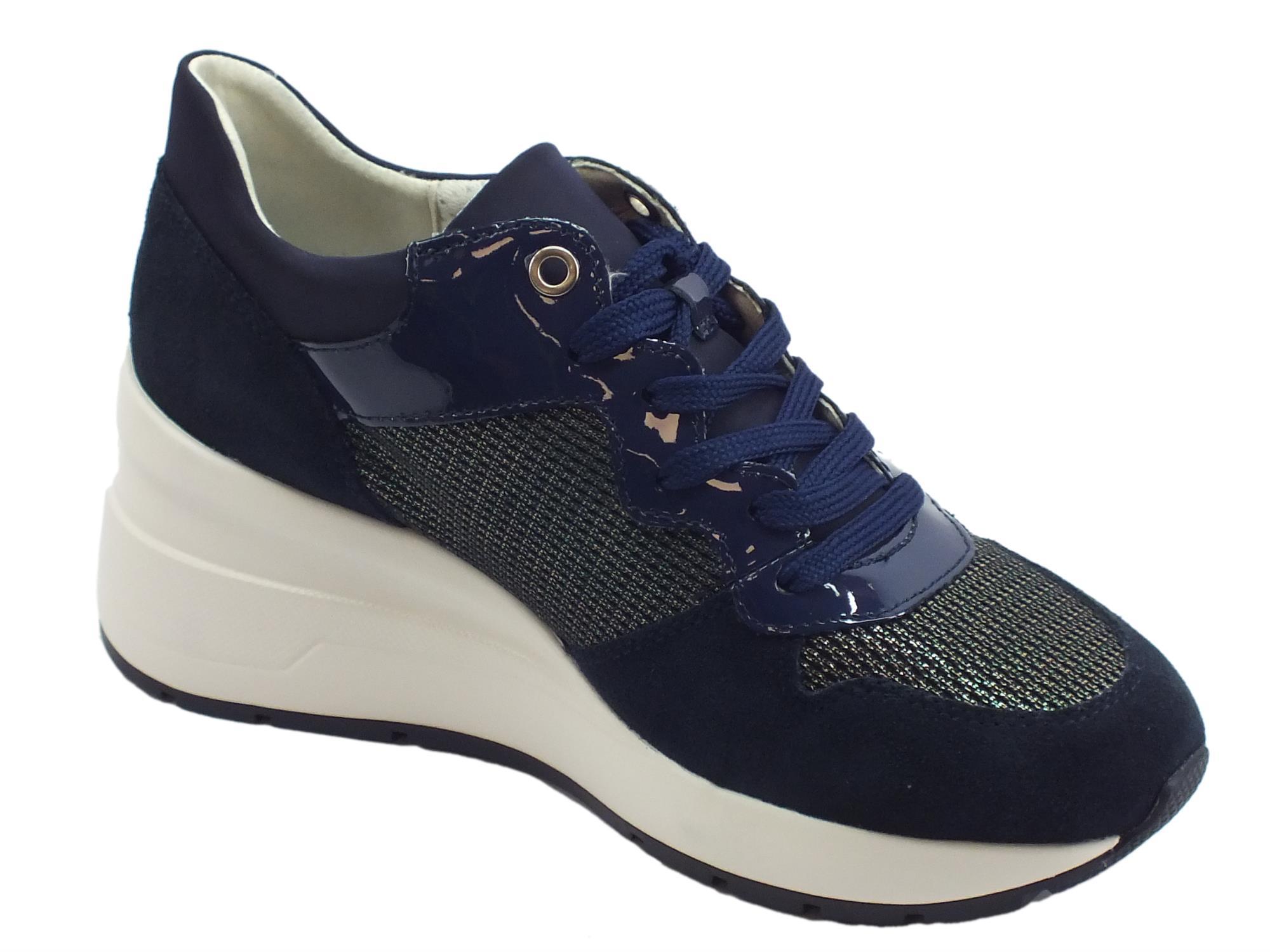 76dcea1088 Geox D Zosma sneakers donna in vernice camoscio e tessuto blu zeppa alta