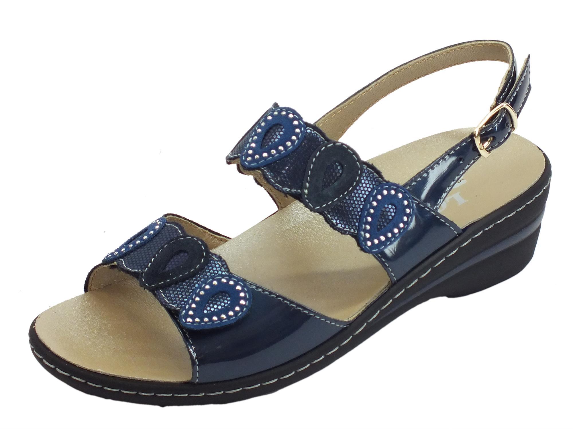 vasta gamma di stati Uniti grande sconto Melluso sandali in vernice blu con zeppa bassa doppia regolazione a strappo  e fibbietta laterale