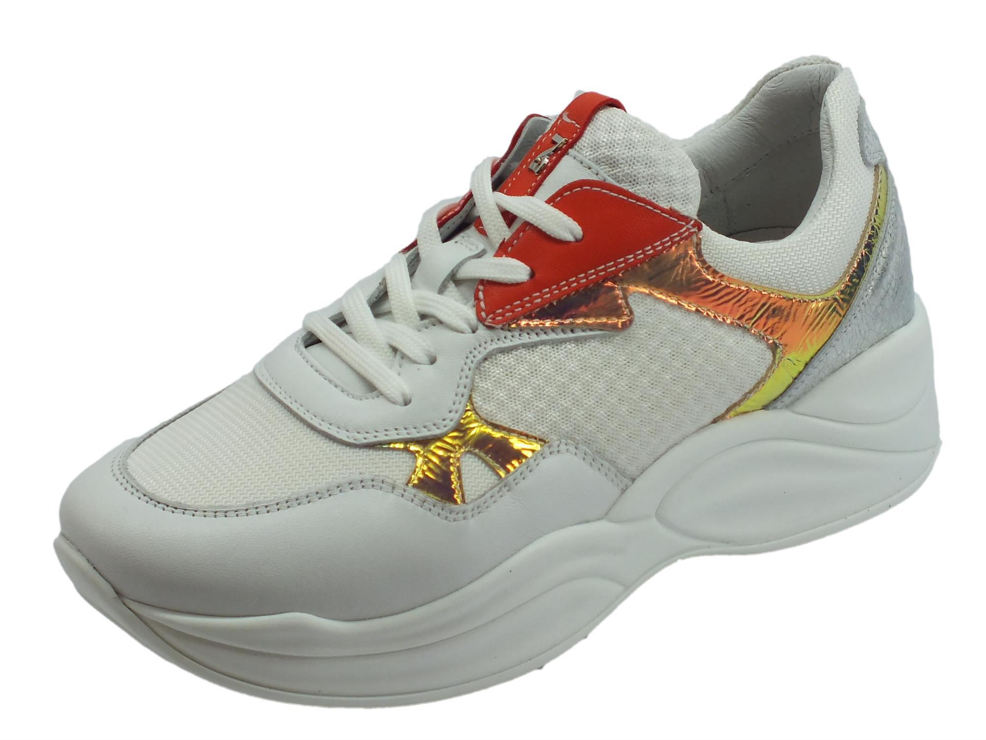 NeroGiardini sneakers sportive donna in pelle e tessuto bianche laminato e corallo zeppa alta