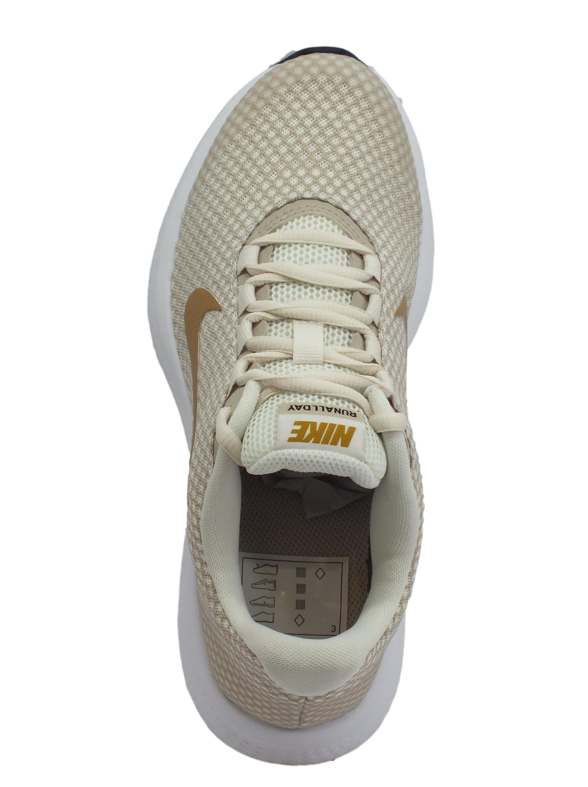 Scarpe sportive Nike Run All Day per donna in tessuto beige e metallico