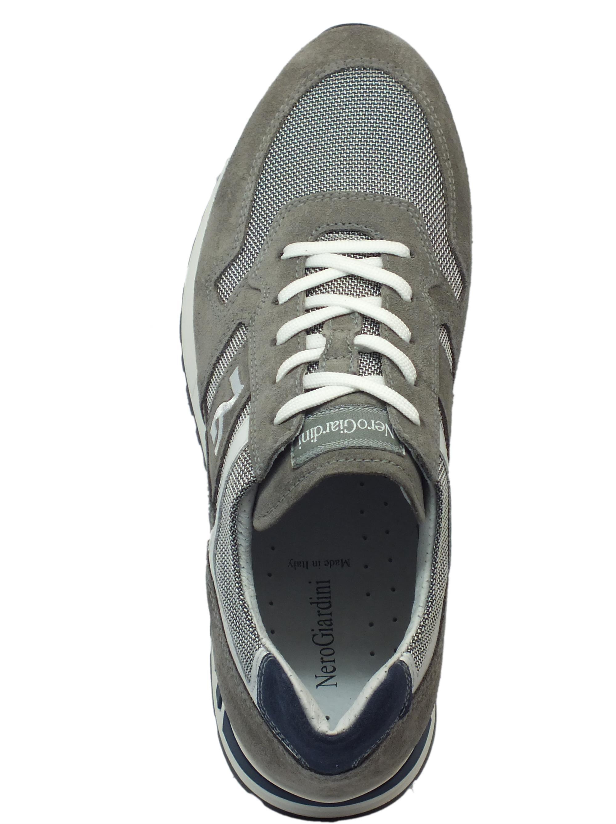 ... Scarpe sportive NeroGiardini per uomo in camoscio grigio e tessuto  grigio 90f88801d32