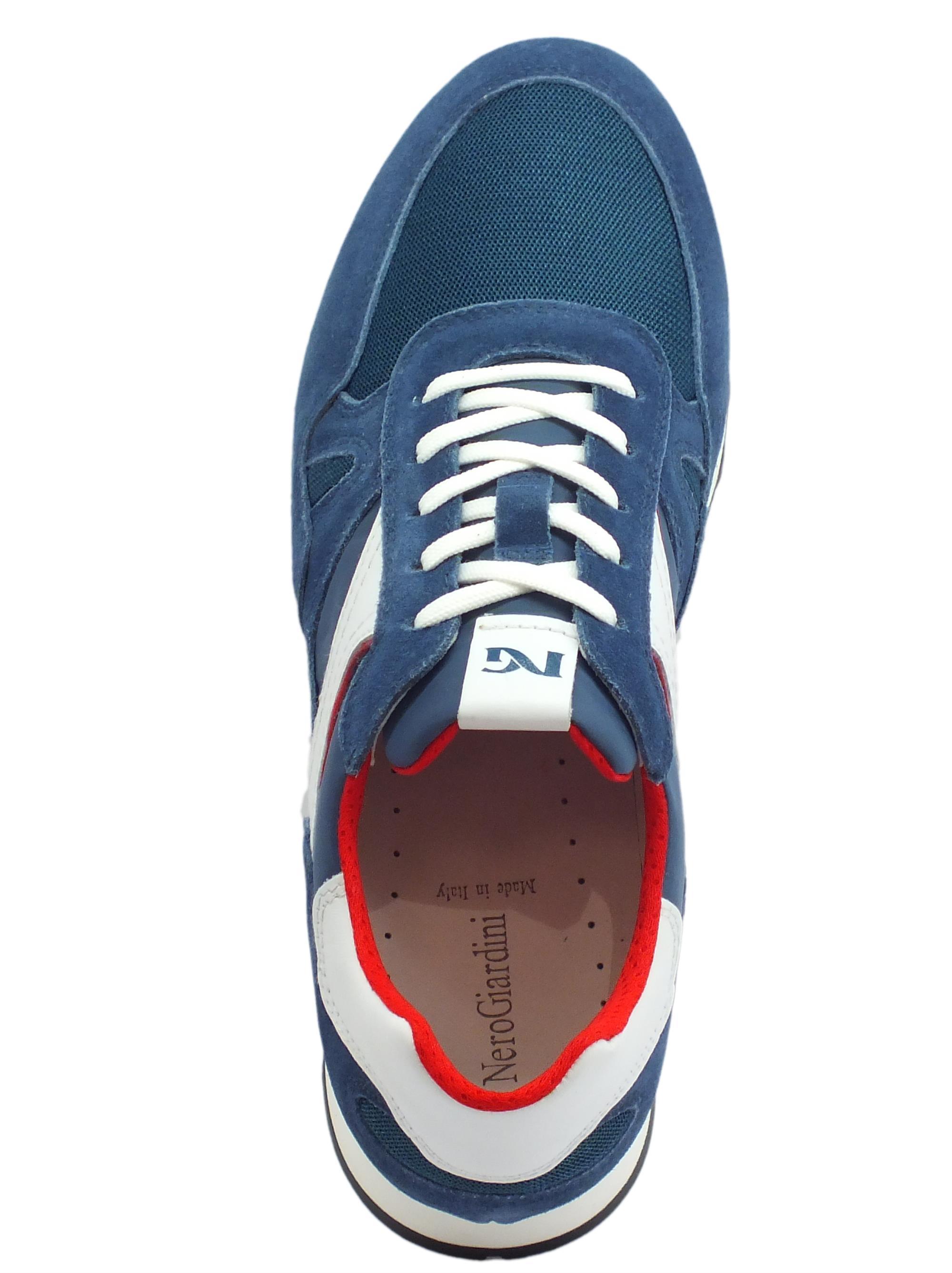 ... Scarpe sportive NeroGiardini per uomo in camoscio e tessuto blu pelle  bianca 5edccbbd836