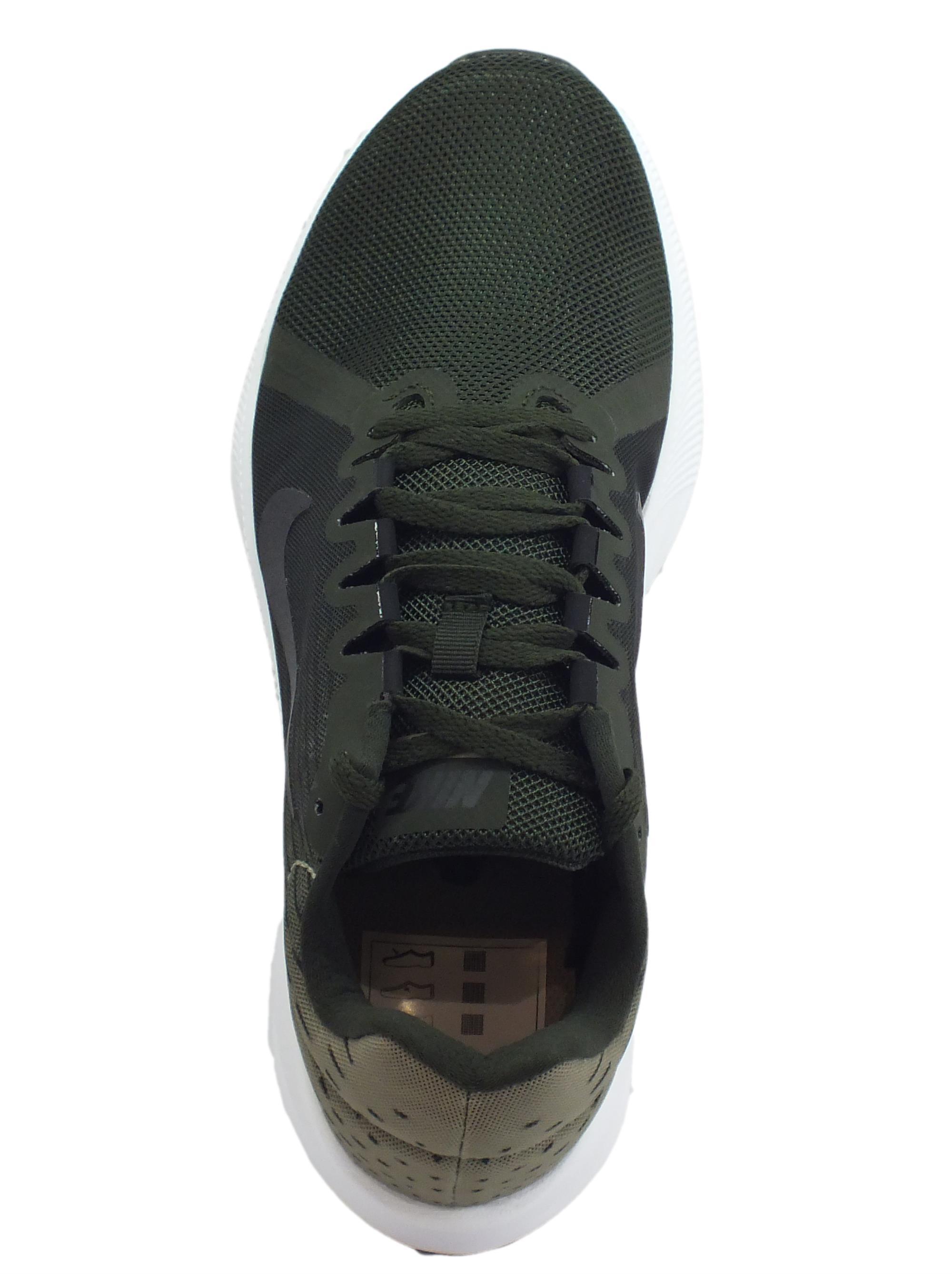 ... Scarpe sportive Nike DownShifter 8 per uomo in tessuto verde scuro 6bfded6ad09