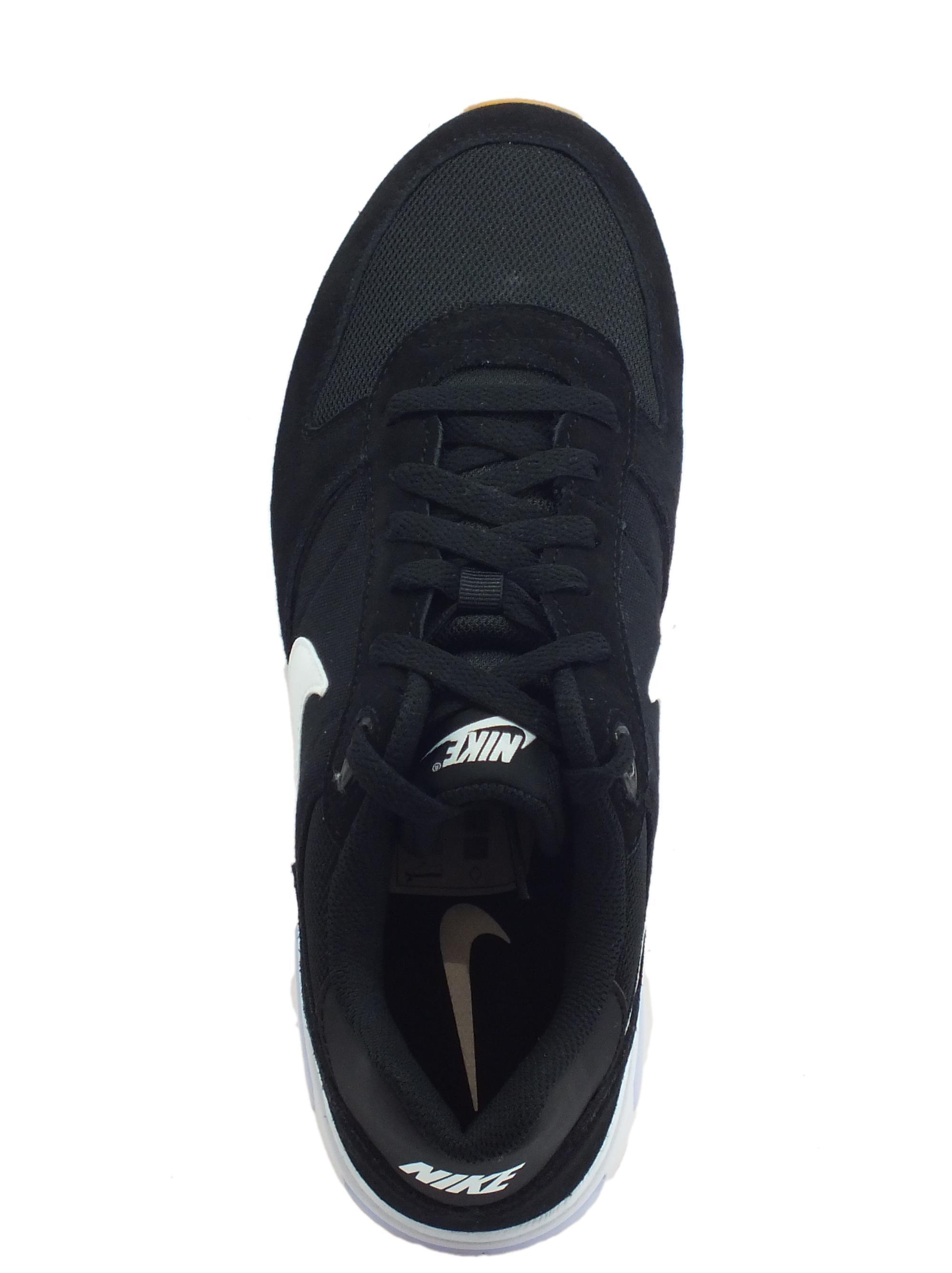 ... Scarpe sportive Nike NightGazer per uomo in camoscio e tessuto nero a5532887bae