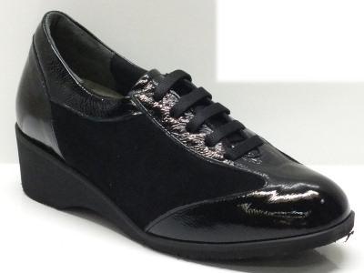 Articolo Scarpe artigianali made in Italy per donna in camoscio nero