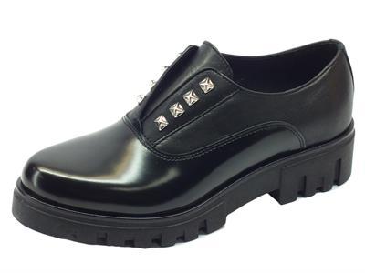 Articolo Scarpe in nappa e pelle abrasivata nera con calzata veloce