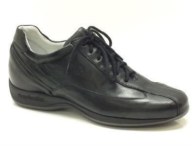 Scarpe Nero Giardini per donna in pelle nera modello classico-sportivo