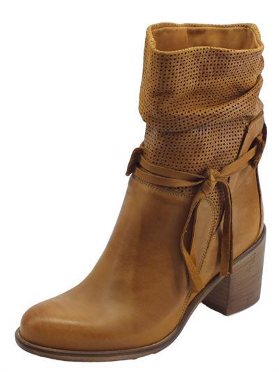 Articolo Deky stivali donna in nabuk spazzolato colore cuoio gambale punzonato