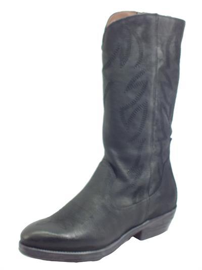 Articolo NeroGiardini I013262D Osaka Nero Stivali per Donna modello Texano in pelle martellata
