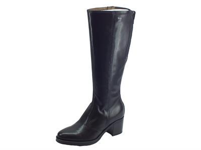 Articolo Stivali Nero Giardini modello cavallerizzo per donna in pelle lucida nera tacco medio