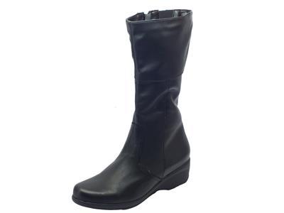 Articolo Stivali per donna Cinzia Soft in pelle elasticizzata nera con zeppa