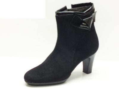 Articolo Tronchetti Confort per donna in camoscio nero con tacco 7cm