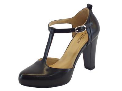 Tronchetti NeroGiardini per donna modello charleston in pelle nera con cinturino