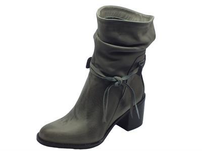 Articolo Tronchetti per donna Vitiello Calzature in nabuk grigio realizzati in Italia