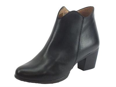 Articolo Wonders G-4746 Velvet Negro Tronchetti  Donna in pelle nera con lampo tacco basso