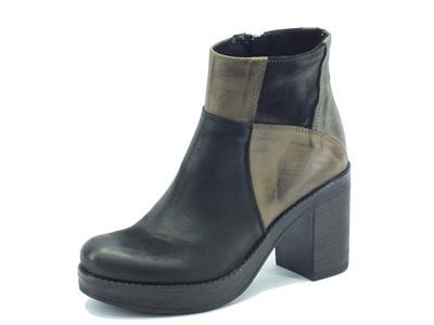 Articolo Tronchetti Made in Italy per donna in nabuk multicolore nero, taupe e grigio con tacco alto