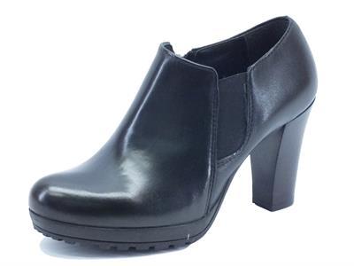 Articolo Tronchetti Made in Italy per donna in pelle nera tacco alto