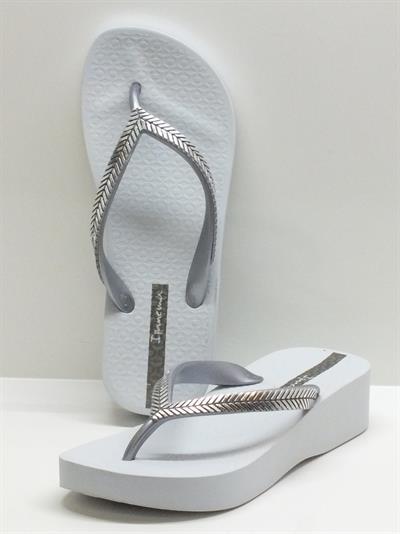 Infradito per donna iPanema in caucciù argento con zeppa 3,5cm bianca
