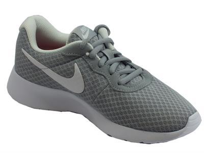 Dettagli su Scarpe sportive Wmns Nike Tanjun per donna in tessuto tecnico grigio e bianco