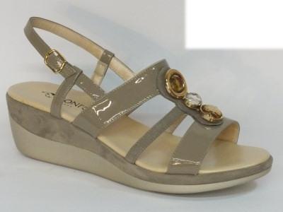 Sandali Confort in camoscio e verniciato colore pietra zeppa 5cm