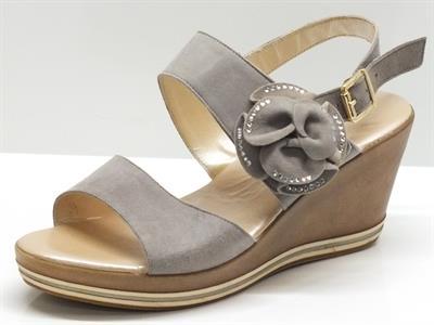 Sandali per donna Confort camoscio grigio chiusura velcro