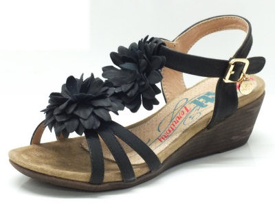 Articolo Sandali Xti per donna colore nero con fiori estetici e zeppa 5cm