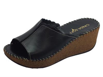 Articolo Cinzia Soft sandali scalsati zeppa alta in pelle nera